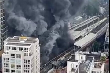 لحظه هولناک آزاد شدن شعله آتش از مترو لندن / فیلم
