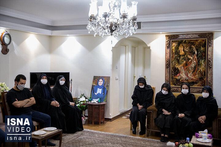 حضور جمعی از مسئولان دولتی در منزل خانواده «مهشاد کریمی» / فیلم