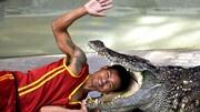لحظه هولناک گاز گرفتن سر مرد توسط تمساح وحشی / فیلم