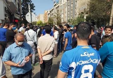 شعار هواداران استقلال مقابل قوه قضاییه / فیلم و عکس