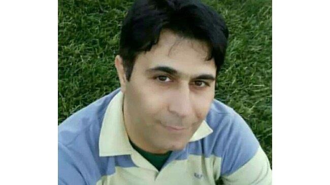 لحظه خودسوزی معلم جلوی دادگستری اصفهان جنجالی شد+ علت چه بود؟ / فیلم و عکس