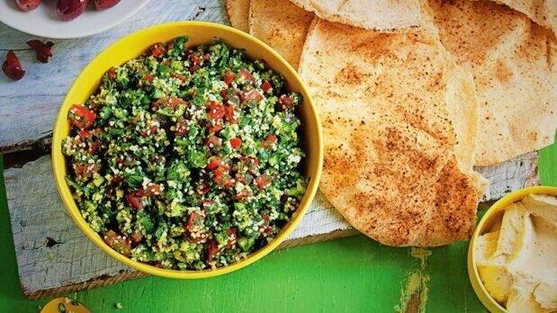 سالاد تبوله؛ سالاد معروف لبنان و کشورهای عربی + طرز تهیه