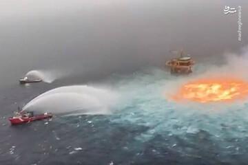 لحظه فوران شعله آتش از درون دریا / فیلم