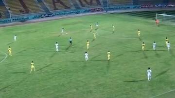 گل تماشایی بازیکن فوتبال در لیگ یک فوتبال ایران / فیلم