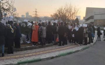 علت تجمع اعتراضی امروز مردم در خیابان جمهوری چه بود؟ | چرا برق پاساژ علاءالدین قطع شد؟ / فیلم