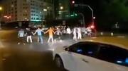 رقص جوانان ایرانی در خیابان ها برای شاد کردن مردم / فیلم
