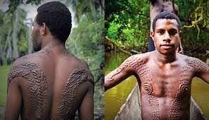 شباهت عجیب پوست مردان این منطقه به تمساح! / عکس