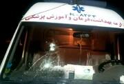 حمله وحشیانه اراذل با قمه به آمبولانس اورژانس / عکس