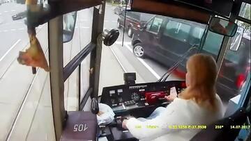 تصادف ماشینها با قطارهای شهری در پایتخت بلاروس / فیلم
