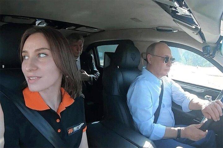 رانندگی پوتین در مراسم افتتاح کمربند ۵۰ کیلومتری در مسکو / فیلم