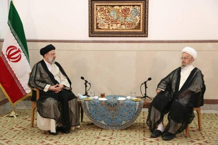 رئیسی در دیدار با آیتالله مکارم شیرازی: باید اعتماد مردم که سرمایه اصلی کشورمان است را احیا کنیم