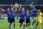 برپایی جشن قهرمانی در هواپیما توسط ایتالیاییها / فیلم