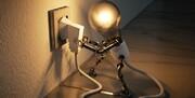 با این ترفندها در مصرف برق صرفهجویی کنید / عکس