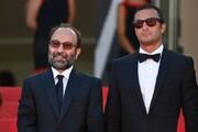لحظه تشویق اصغر فرهادی و امیر جدیدی پس از ورود به سالن نمایش / فیلم