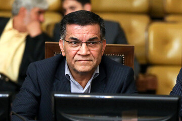 نظام دموکراسی انتخاباتی امروز ایران به جای اتکا به برنامه، شخصمحور است