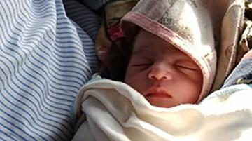 به دنیا آمدن نوزاد خوزستانی در بالگرد اورژانس / تصاویر