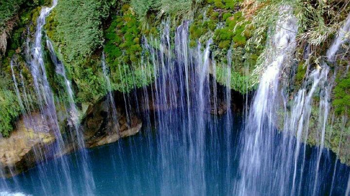 عجیبترین آبشار ایران که دشمن ملخ هاست! / فیلم