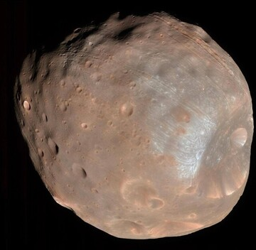 عکسی عجیب از قمر مریخ که شبیه به سیب زمینی است