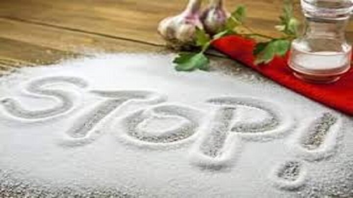 به این دلایل نمک را از برنامه غذایی خود حذف کنید | فواید قطع مصرف نمک برای بدن