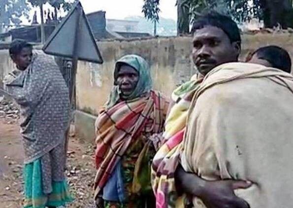 پدر فقیری که جسد دختر بیجانش را ۱۵ کیلومتر بر دوش کشید! / عکس