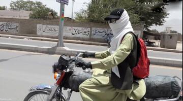 دختری که با لباس مردانه موتورسواری میکند! / فیلم