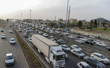 آخرین وضعیت ترافیکی جادههای کشور عصر جمعه ۲۵ تیر | ترافیک سنگین در آزادراه قزوین - کرج- تهران