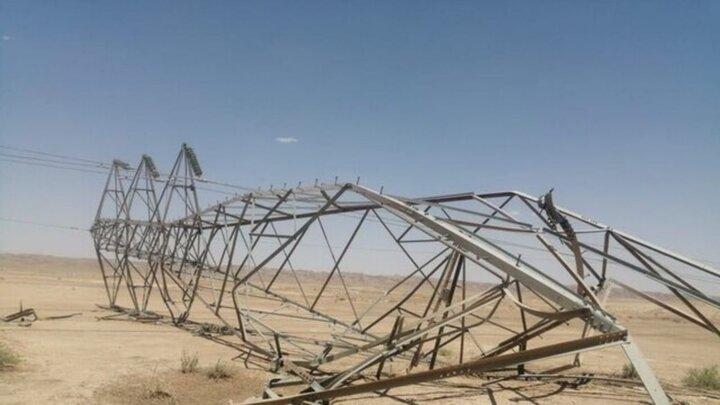 سقوط ۲ دکل بر اثر طوفان شب گذشته در جنوب سیستان و بلوچستان