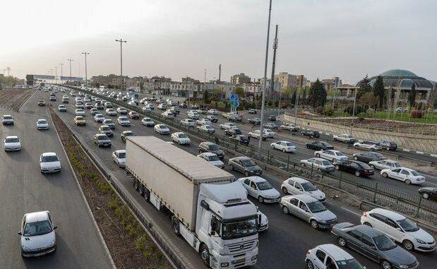 آخرین وضعیت ترافیکی جادههای کشور عصر جمعه ۲۵ تیر   ترافیک سنگین در آزادراه قزوین - کرج- تهران