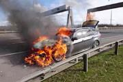 لحظه انفجار وحشتناک خودرو درحال حرکت در چین / فیلم