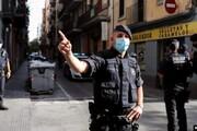 بیهوش شدن یک افسر راهنمایی و رانندگی وسط خیابان به دلیل گرما / فیلم
