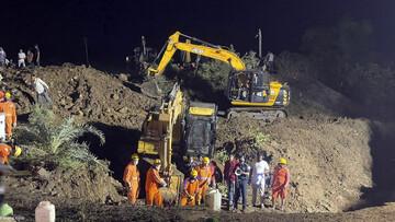 ویدیو هولناک از سقوط ۳۰ نفر به داخل چاه برای برای نجات جان یک نفر در هند / فیلم