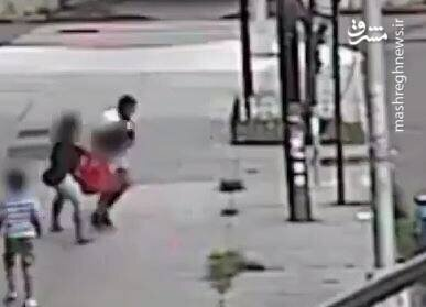 فیلمی هولناک از لحظه کودکربایی که توسط دوربین مداربسته ضبط شده است!