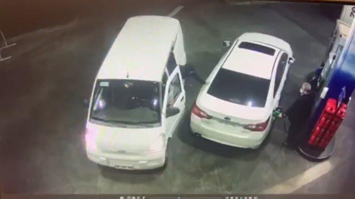 فراری دادن سارقان مسلح با بنزین / فیلم