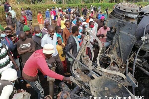 انفجار تانکر سوخت در کنیا ۱۳ کشته بر جا گذاشت +عکس و فیلم