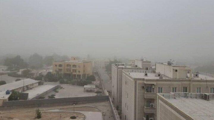 طوفان و گرد و خاک آسمان بندرعباس را سیاه کرد /  فیلم