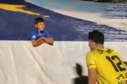 صحبتهای جالب دروازه بان استقلال با پسرک معروف «من تیممو نمیفروشم» / فیلم