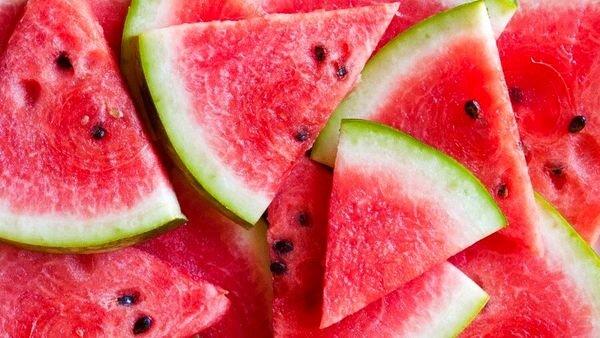 مصرف هندوانه برای چه کسانی مضر است؟