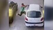 سرقت عجیب و سریع از خودروی ۲۰۶ در روز روشن / فیلم