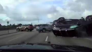 واژگونی خودرو در اتوبان پس از تعقیب و گریز پلیس به سبک فیلمهای هالیوودی / فیلم