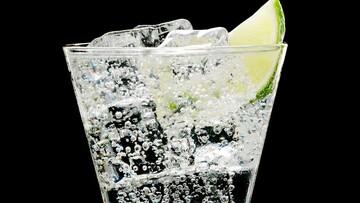 فواید و مضرات مصرف آب گازدار برای بدن