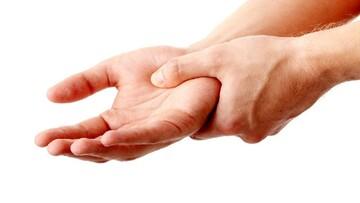 علت خواب رفتگی دستها هنگام شب چیست؟