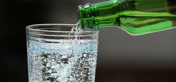 خواص آب گازدار بیشتر است یا مضرات آن؟