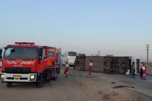 واژگونی وحشتناک اتوبوس در سمنان / عکس