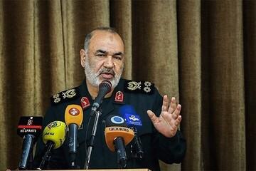 فرمانده کل سپاه: تا انتهای رفع مشکل کنار مردم خوزستان هستیم