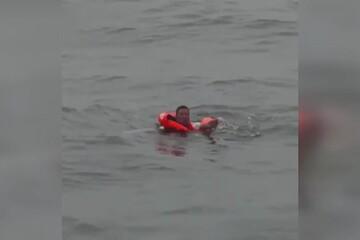 نجات مرد چینی که دو روز روی آب شناور بود! / فیلم