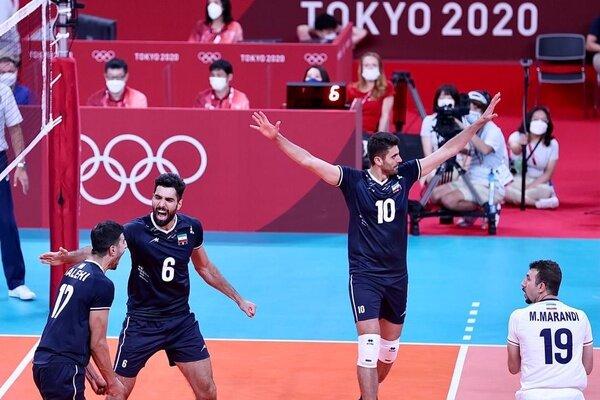 لحظه شادی تماشاگران ایران پس از شکست لهستان / فیلم