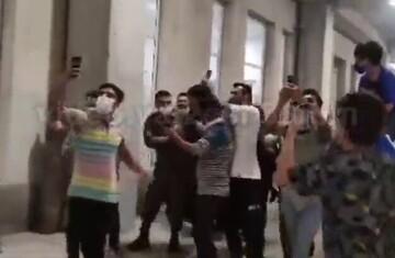 ورود تیم استقلال به بابلسر در میان استقبال هواداران / فیلم