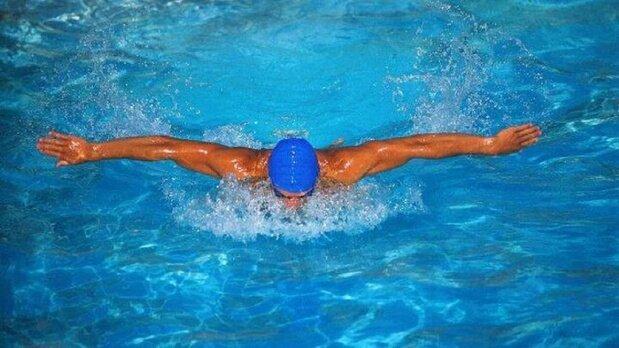 راههای جلوگیری از آسیب مو بعد شنا در استخر
