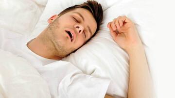 آیا با دهان باز خوابیدن نشانه بیماری است؟ | معایب خوابیدن با دهان باز