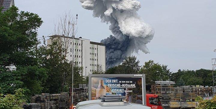 انفجار مهیب در کارخانه مواد شیمیایی در آلمان / عکس
